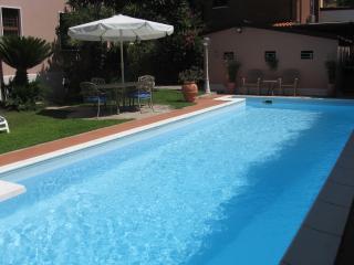 Elegant City Villa Apt. with Private Pool, Bikes