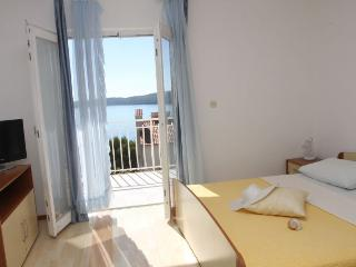 Lovely apartment with sea view, Trogir