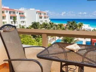 Beautiful cozy totally remodeled resort room for 2, Cancún