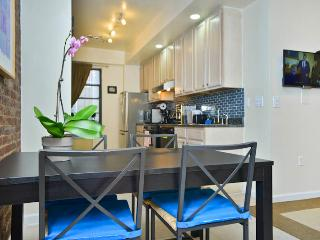 *AEGEAN* Beautiful Upper West Side  2 Bedroom APT!, Nova York