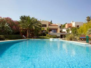 Pool villa near Athens - 5 min walk to the beach