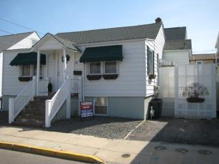 North End Ocean Block 3 Bedroom Steps to the Beach, Seaside Heights