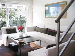 Luxury LOFT in Recoleta - Balcony+Jacuzzi+Wi-Fi, Buenos Aires
