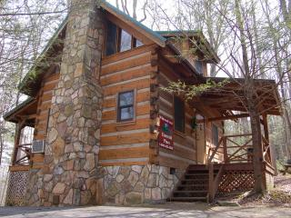 "Smoky Mountain Honeymoon ""EMERALD PINES"" Cabin, Cosby"