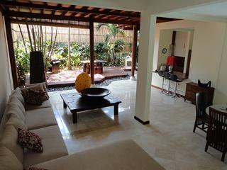 Cheap villa walking distance from Kuta beach Bali