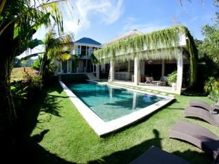 Luxury 4 Br Villa, swimming pool 5 Min Seminyak