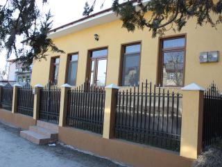 Rent house 2 rooms small peacefull town, Draguseni