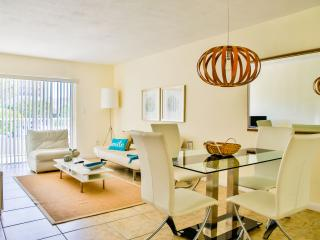 Fantastic 2BR/2BA Apartment just steps away from the beach. Pool, Free Parking.