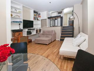 Charming loft studio near UN-sleeps 4