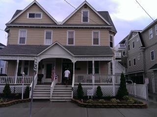 Sleeps 14.Book 3 days Minimum.Booking Senior week, Prom weekends,& Family Trips!, Ocean City