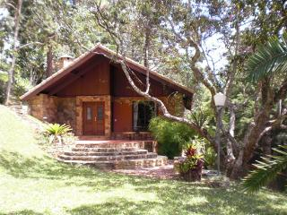 Chalet In Itaipava  With Jacuzi, Fireplace And Breakfast