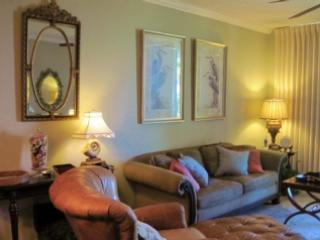 Resort with it ALL! Relax on the patio and listen to the waves, Fort Morgan