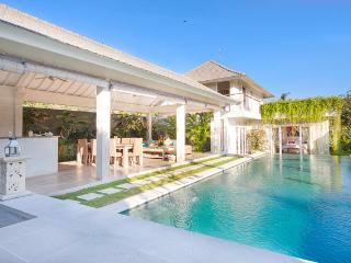 Exotic Villa 4 BR Villa with swimming pool Umalas