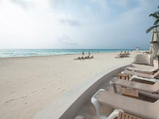 Fantastic Oceanfront Retreat # 7017, Playa del Carmen