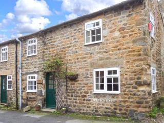 STABLE COTTAGE, end-terrace cottage, ideal for a couple or family, lots to see a