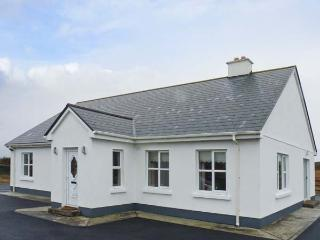 CORAL STRAND, detached cottage, all ground floor, short walk from a coral beach, in Ballyconnelly, Ref 906512, Ballyconneely