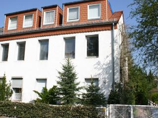 Vacation Apartment in Berlin-Spandau - 323 sqft, cute, central, quiet (# 5088), Falkensee