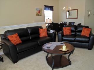 3 Bedroom 2 Bathroom Luxury Condo sleeps 8 comfortably. 7526PW, Orlando