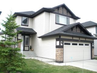 Furnished home for 8 with cable, wifi, phone, Wii, Calgary