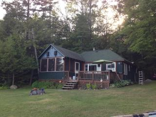 Cozy 3 Bedroom Lakefront Cottage in Muskoka