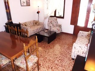 Cosy 1 bdr garden flat, 5 min from beach, Tuscany, Torre del Lago Puccini