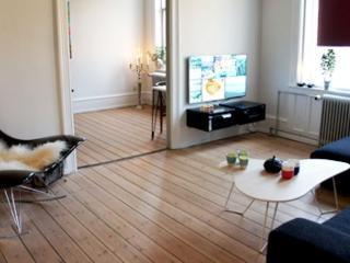 Spacious Copenhagen apartment near Town Hall Square, Copenhague