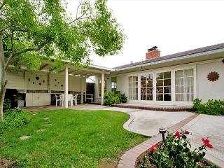 Ideally Located La Jolla Home, Walk to Beach w/ Private Yard - Pet Friendly