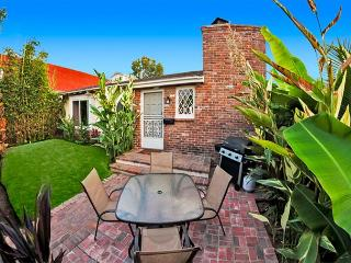 Charming Windansea Beach Cottage with private yard, La Jolla