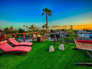 Ocean view deck w/firepit, private spa, game room, steps to Windansea Beach, La Jolla