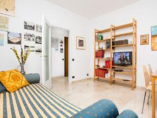 Bright 1bdr with small balcony