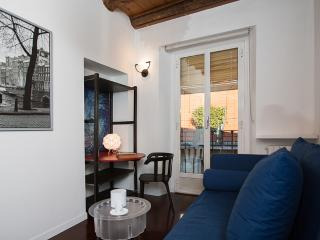 Quiet 2bdr apt in the heart of Milan