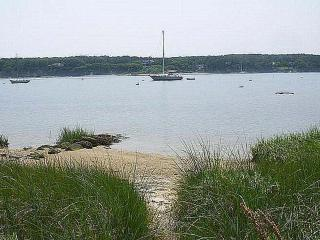 TUCKL - Adorable Waterfront Cottage on the Lagoon, Quiet Lovely Neighborhood, Vineyard Haven