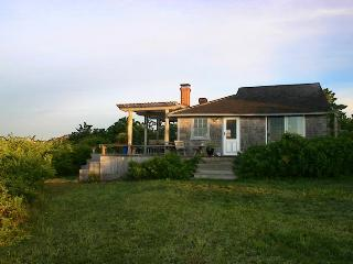 JAFFP - Waterfront Guest House, Private Beach, Chilmark