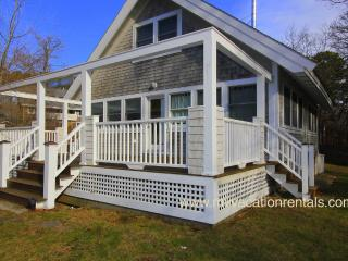 BIRGG - Hideaway Cottage - Quiet location yet close to town, Large Deck, WiFi, Vineyard Haven