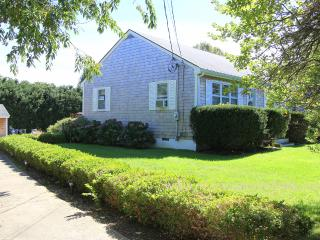 TOTHG - Adorable Updated Vineyard Cottage, Lovely Landscaped Yard,  Central A/C,  Flat Screen TV, Bike Paths at end of Drive, One Mile to Oak Bluffs Center