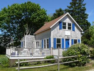 CRONS - Walk to Town and Beach, Wifi Internet, Oak Bluffs