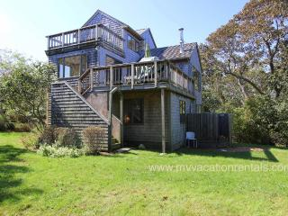 KINNE - Easy Breezy Vacation Home with Distant Waterview,  Tri-Level Living ****