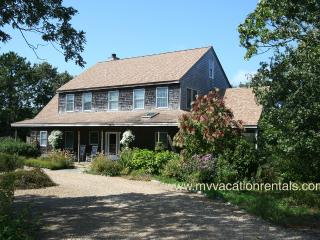 SAVID - Out of town, close to bike path, Central Air, Wireless Hi Speed Internet, Edgartown