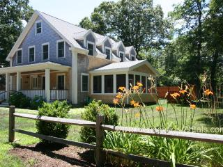 BURBS - Stylish New Home, Central AC, Wifi, Screened Porch, Oak Bluffs