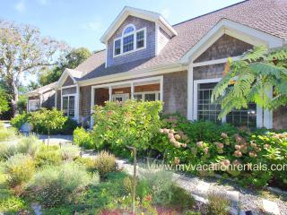 WHARG - Beautifully Decorated, Private Tennis Court, Walk to Town Center and Ink Well Beach Large Private Deck, Room AC, Wifi, Oak Bluffs