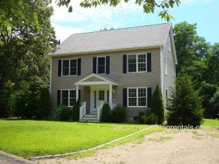 BURBR - Perfect  Retreat for Large Families, Newly updated, 1.5 miles to Town and Ink Well Beach, AC , Wireless, Oak Bluffs