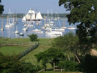BONDC - Harborfront, Walk to Town, Room A/C in 3 Bedrooms, Vineyard Haven