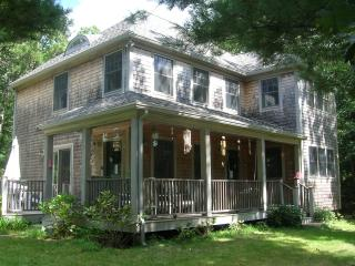 LERNT - Pristine Contemporary Farmhouse, Walk to Town, Central A/C, Vineyard Haven