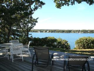 SMYTS - Waterfront, Waterview, Private Beach Lagoon, Wifi Internet, Oak Bluffs