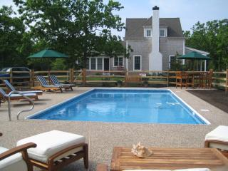 KENNJ - Luxury Home, A/C, Out of Town, Idyllic Setting, Pool - shared with Guest House, Edgartown