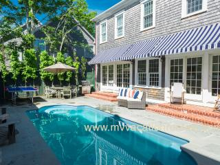 OCONS - Luxury Main and Guest House, Heated Pool, A/C, Located in Village Area, Walk to Light House Beach, Edgartown