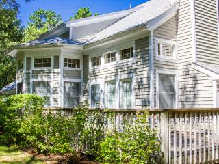 HAIMM - 1 Mile to Town, Association Pool, Tennis and Beach, Wifi, Vineyard Haven