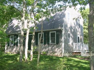 MCDOJ - Nestled on Quiet St 1 Mile from Village Center, AC window all rooms, Edgartown