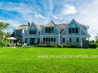MORAA - Luxury Home Overlooking Farm Neck Golf Course with Waterviews, Ferry Tickets,  Short Bike Ride to State Beach or Oak Bluffs Town Center.