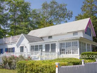 VANAL - Updated Gingerbread Cottage, 5 Minute Stroll Along Harbor to Beach and Town Center, 3 TV's, WiFi, Oak Bluffs